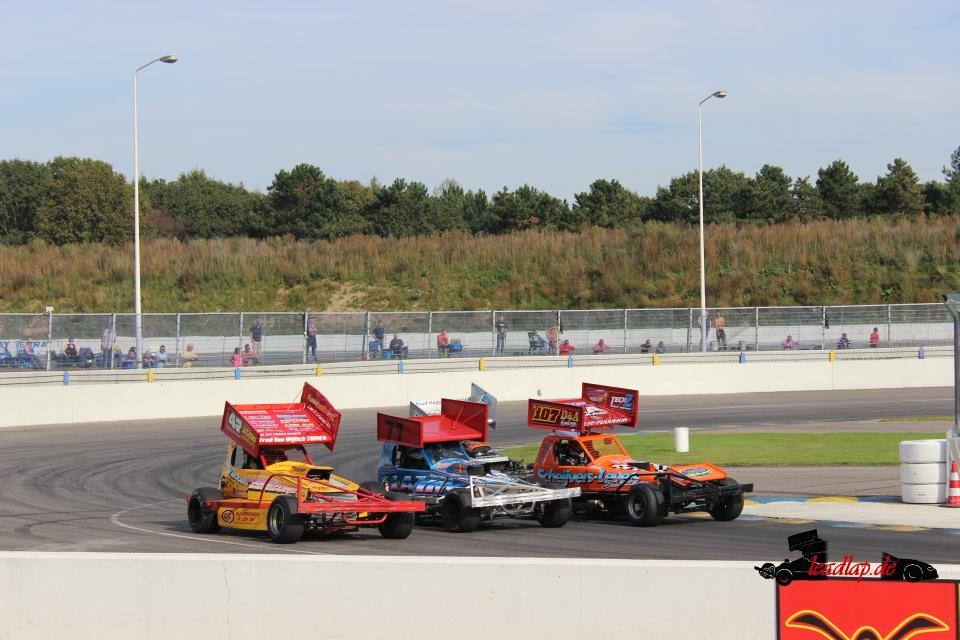 Danny van Wamelen threewide at Raceway Venray © André Wiegold