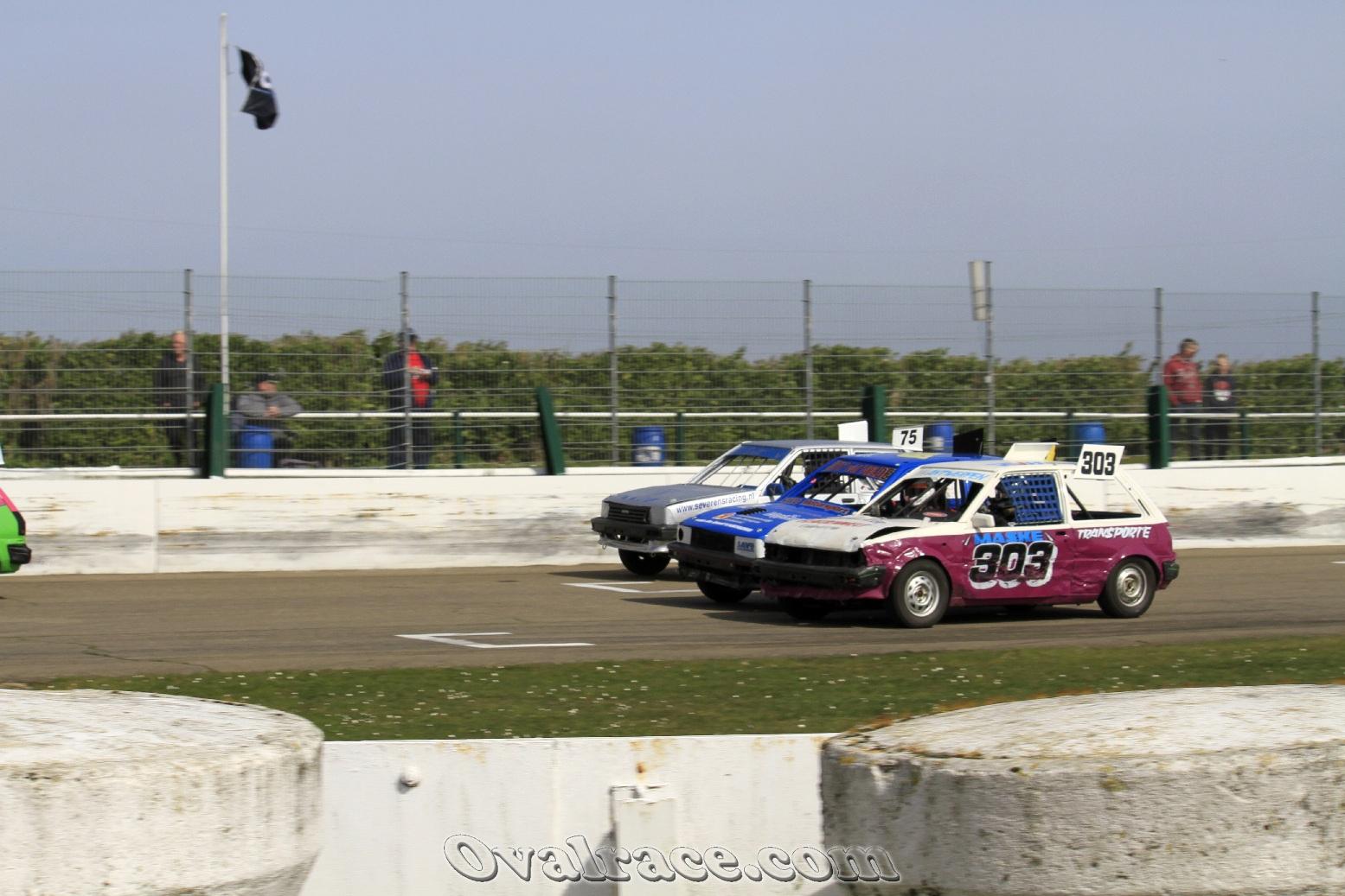 Nick Antwerpen goes threewide in Posterholt! © Frank Dorau (ovalrace.com)